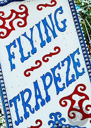 Flyingtrapezesign
